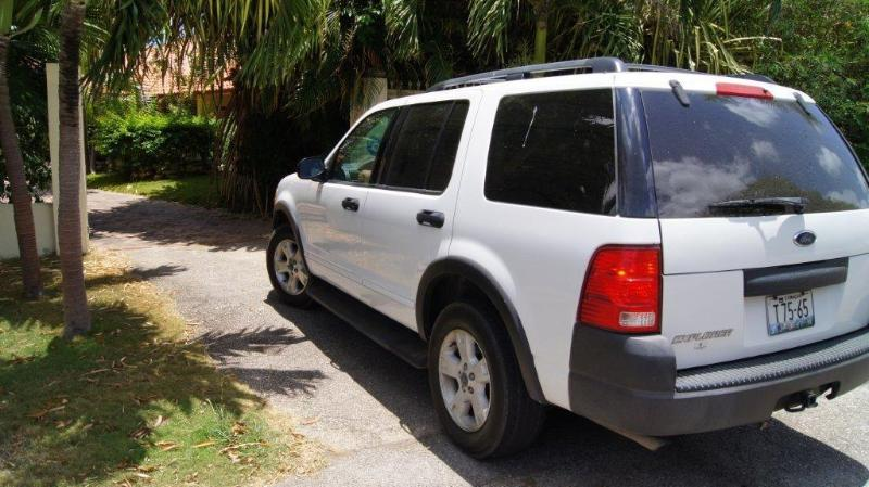 With the the villa you can rent a Ford Explorer for a favourable price