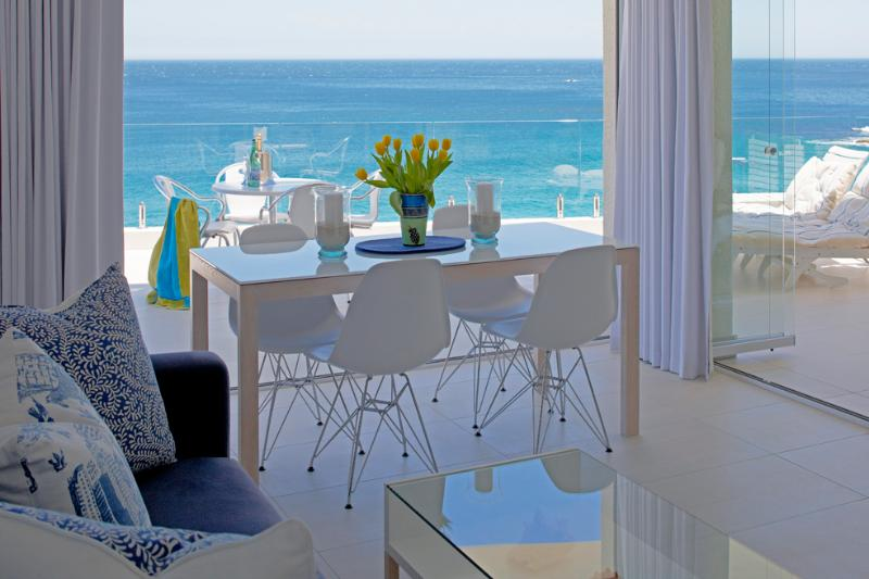 Cape Town: Clifton. 1st Beach SEAVIEW APARTMENT. Private access to beach. Best position in Clifton. On the beach!!!, holiday rental in Cape Town