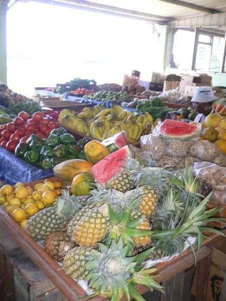 Mercado frutas y verduras, frente al mercado de pescado.Sábados de selección mayores