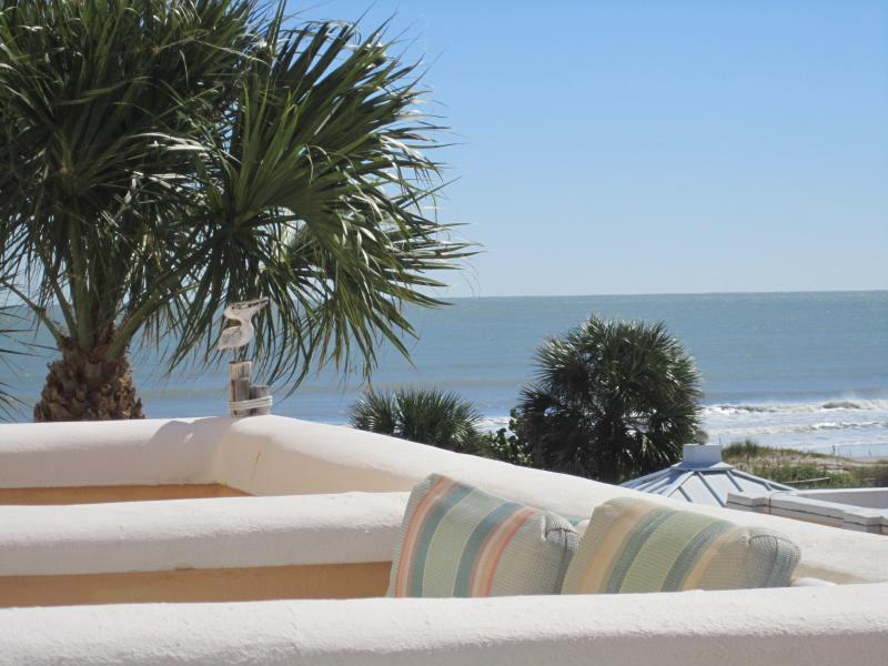 Fabulous Beach Front Condo on Cocoa Beach, holiday rental in Cape Canaveral