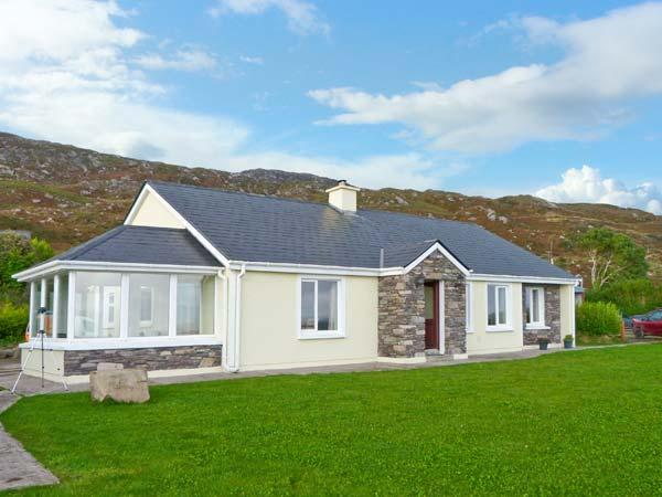 KERRY WAY COTTAGE all ground floor, stunning views, family-friendly cottage, holiday rental in Eyeries