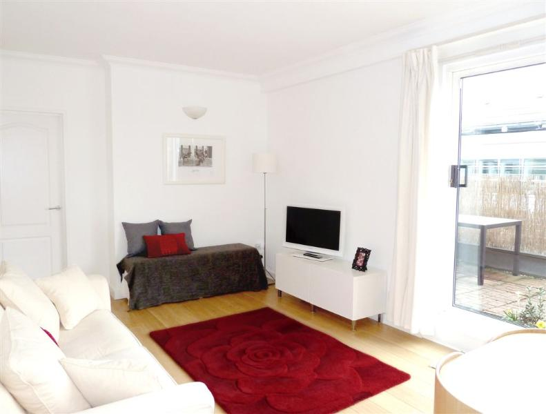 """Patio doors on to terrace. 32"""" TV, BluRay DVD player with free Netflix films and internet"""