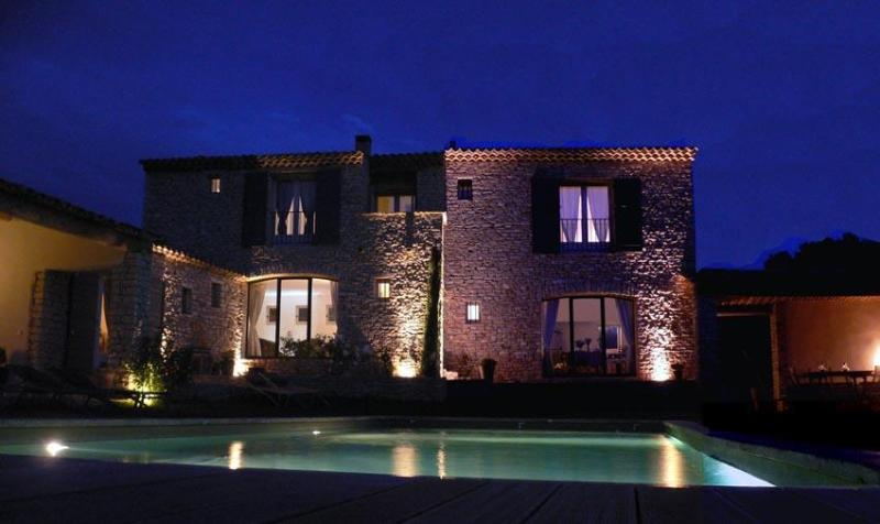 Cozy Villa with heated Pool and a.c. at Gordes, Luberon, Provence, aluguéis de temporada em Beaumettes