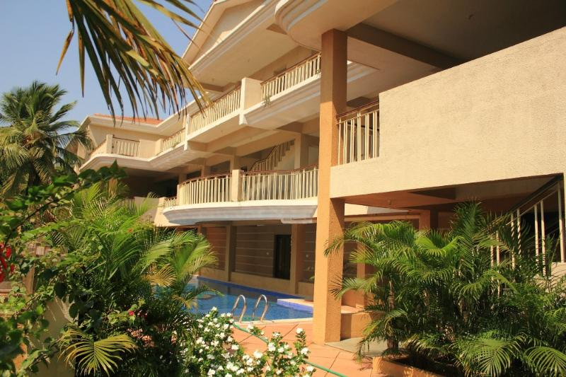 GOAgaga-Ideal apts near beach 4 families n couples, holiday rental in Parra