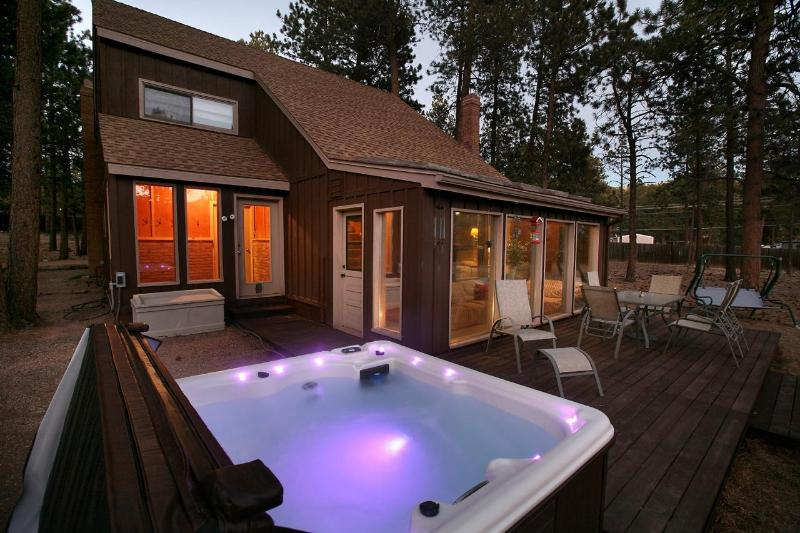 Relax in our nice hot tub under the stars!