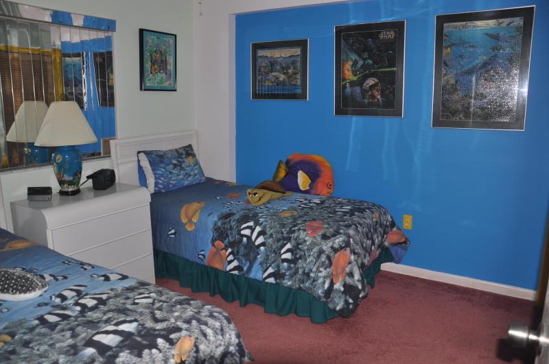 Second bedroom - Twin beds - comfy and fun!