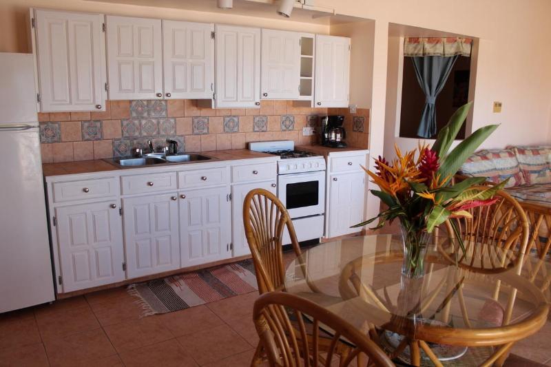 Coyaba Kitchen, Dining