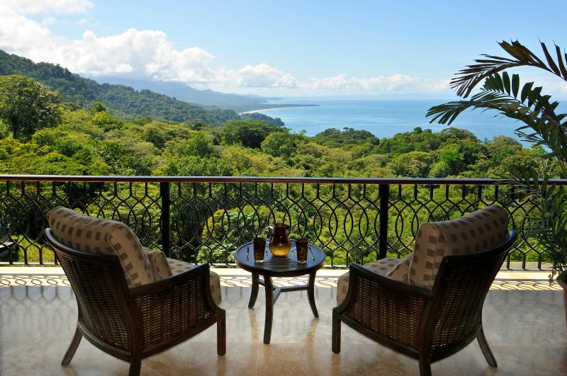 All Inclusive Luxurios 7-Day Yoga Retreat, vacation rental in Dominical