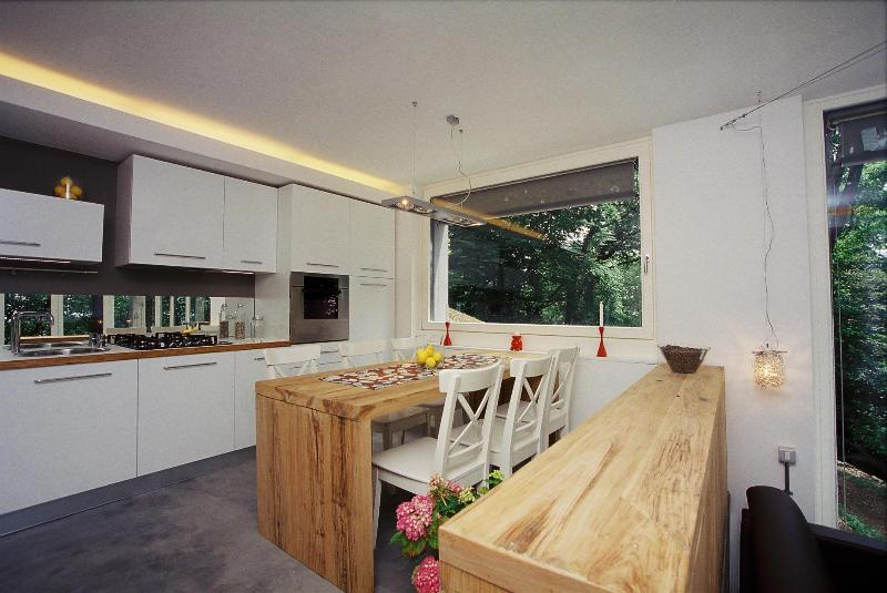 Romantic accomodation in the heart of woods, vacation rental in Albate
