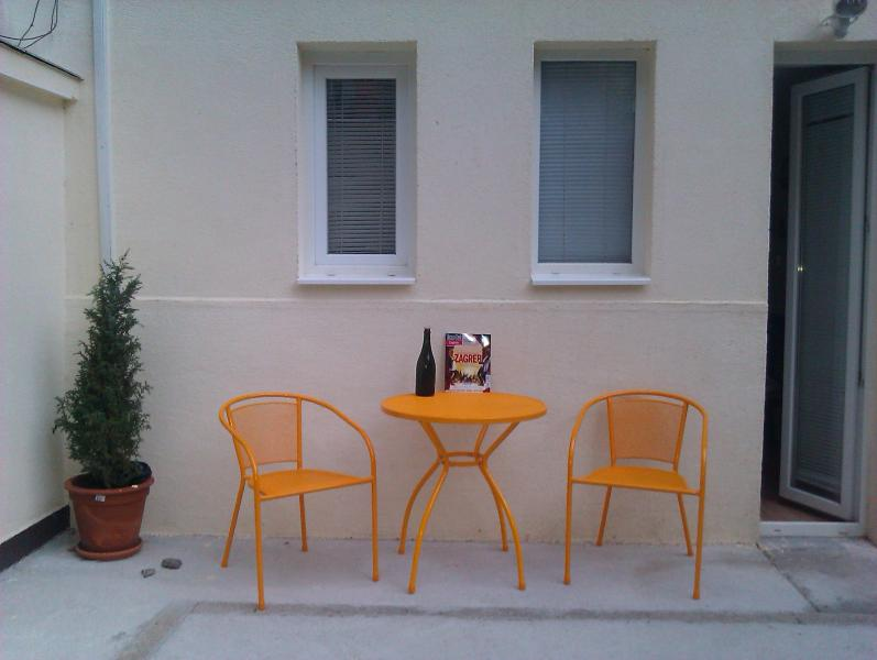 Palma, One Bedroom Garden Apartment, vacation rental in Zagreb