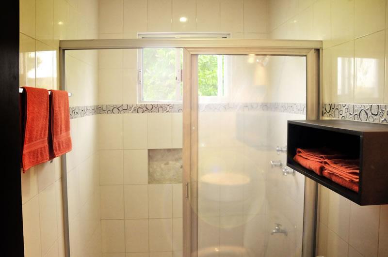 Salle de bain avec eau chaude