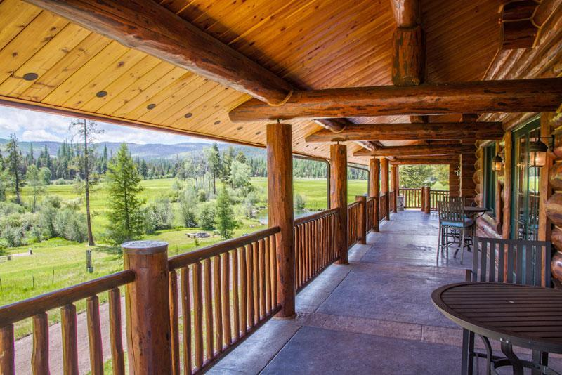 Lodge-Deck