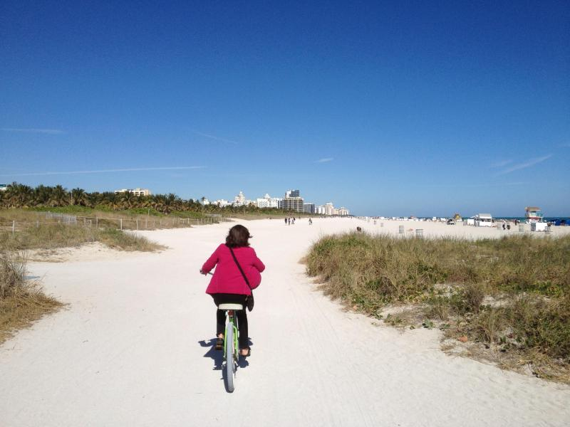 2 Beach Cruiser bikes included - The building has direct access to beach. Only a handful do.