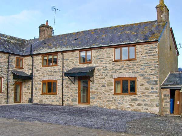 MAES, superb accommodation, en-suite bedroom, woodburner, hot tub, near Ruthin, holiday rental in Pentre-Llyn-Cymmer