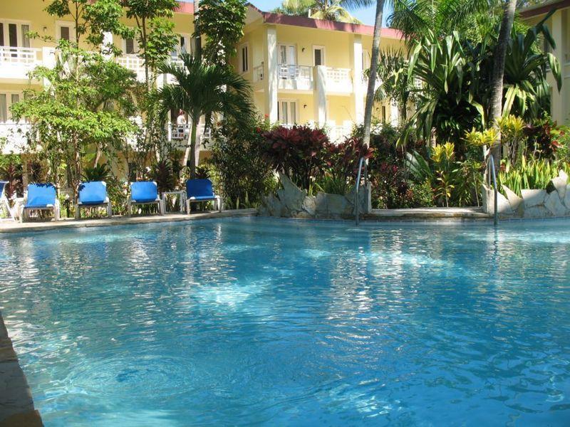Large studio in center of Cabarete on a private property with pool and gardens, location de vacances à République dominicaine