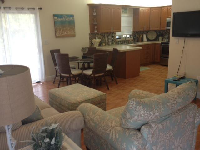 Compleet overzicht woonkamer, keuken, & eethoek