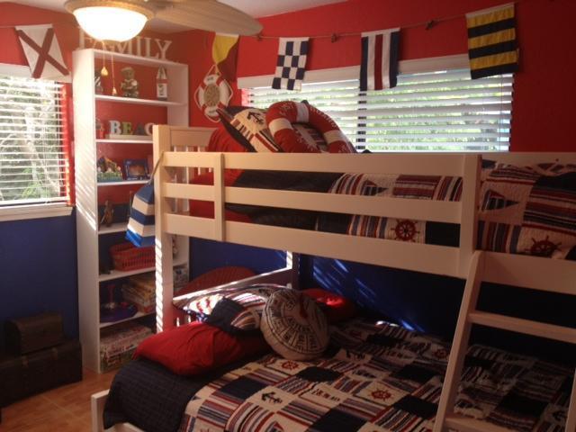 Tweede slaapkamer - Top bunk twin - onderkant stapelbed volledige