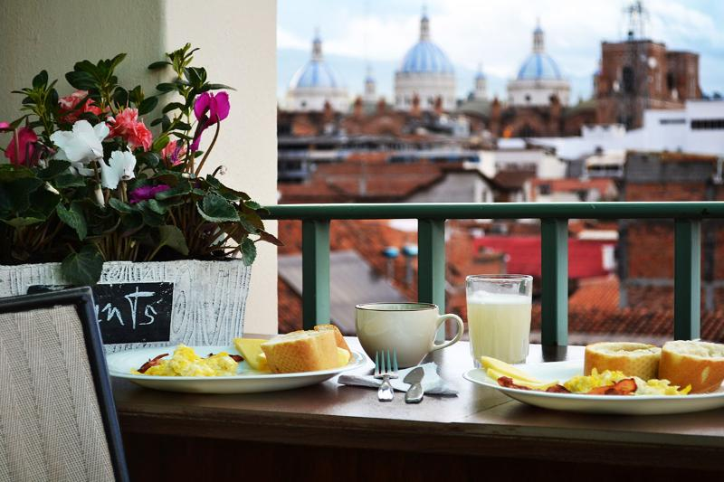 Penthouse. Centro. Comfort. Luxury. Elevator. 1 block from Calle Larga, vacation rental in Cuenca