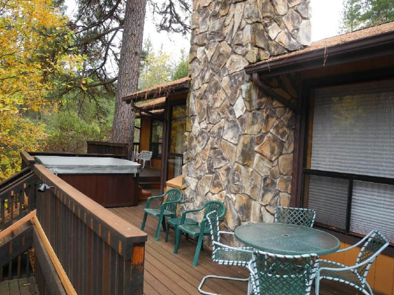 Front deck with spa and seating
