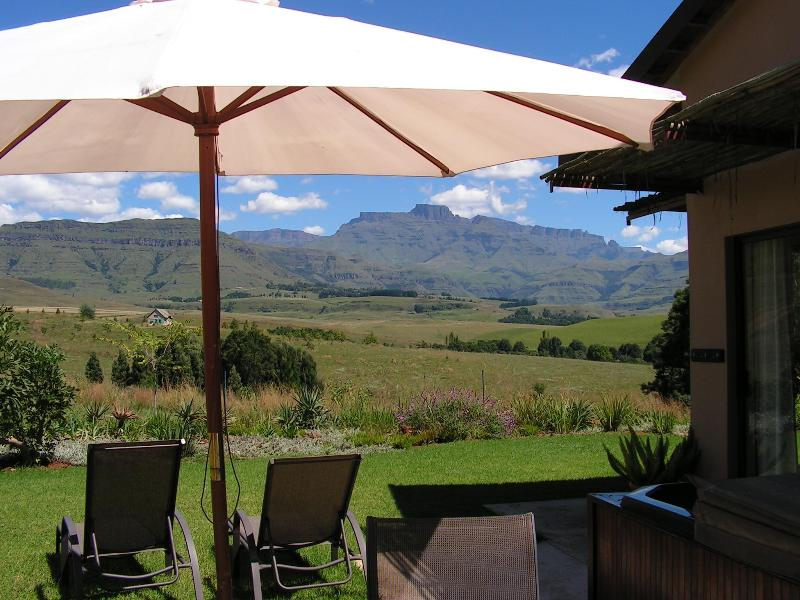 Magnificent drakensberg views from your private jaccuzi