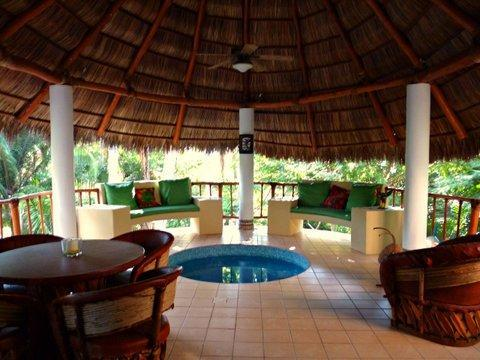 Ahhhh.  Now we go to the most spectacular part of CASITA CELESTIAL -- the Palapa.  Cool all year