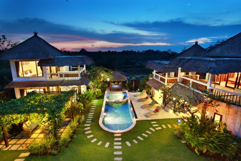 Nona's Bali Dream villa for families and friends, holiday rental in South Kuta