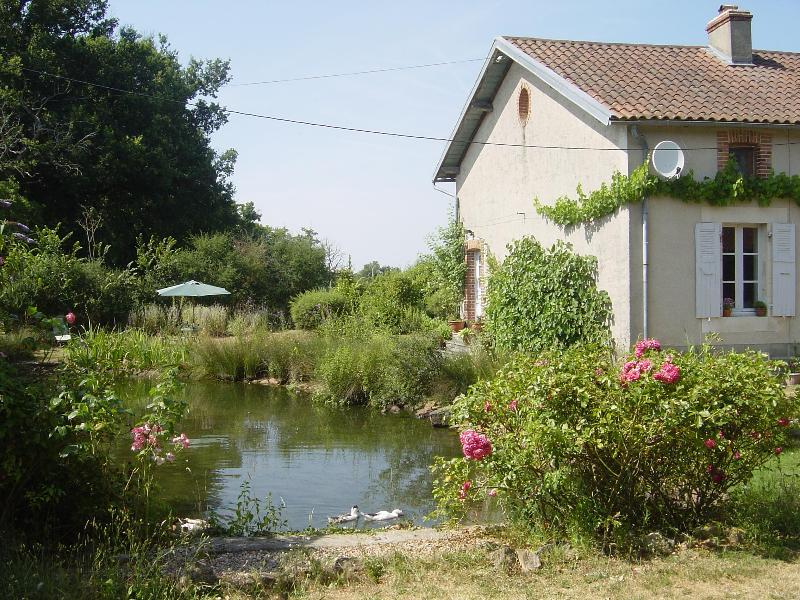 Holiday Cottage On Our Organic Smallholding, holiday rental in Saint-Bonnet-de-Bellac