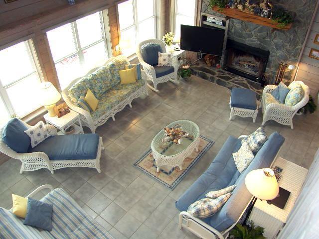 Main Living Area--2 Futon Beds