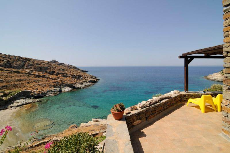 Maria Beach House, Feet-in-the-Water Apartement, Tranquil, on Private Beach, holiday rental in Kampi