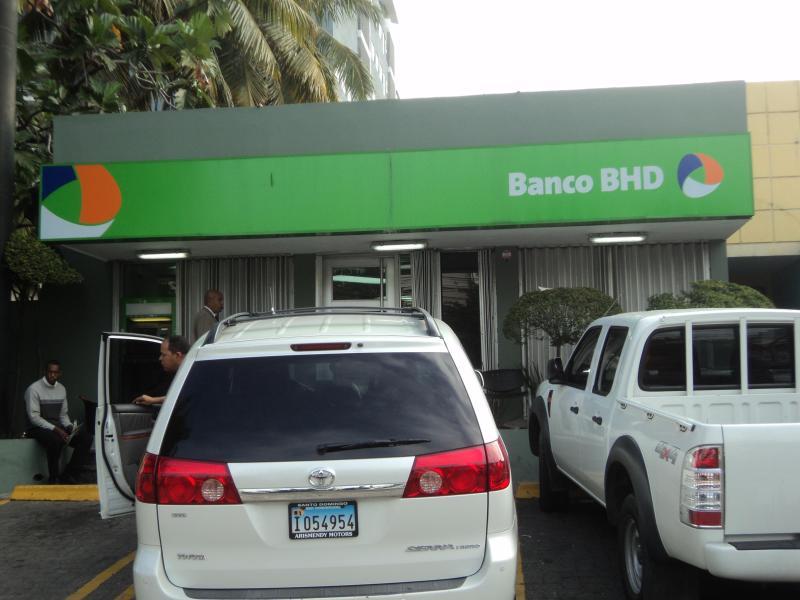 BANCO BHD-TRES MINUTOS POCA DISTANCIA