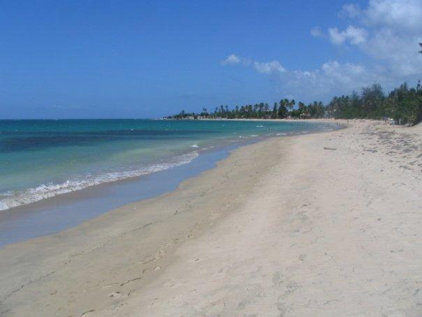 Recently remodeled! Great for families. Access to a beautiful sandy beach., alquiler vacacional en Loíza