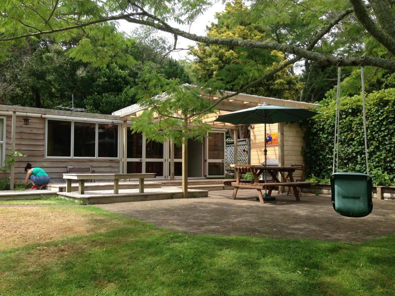 The Cheeky Tui Holiday Cabin, Lake Tarawera, alquiler de vacaciones en Bay of Plenty Region