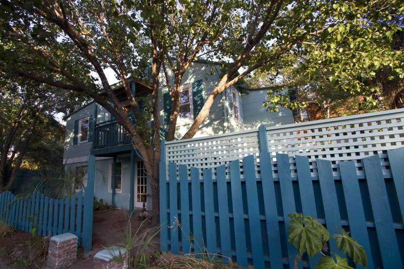 1940s Condo in the Heart of Folly, location de vacances à Folly Beach