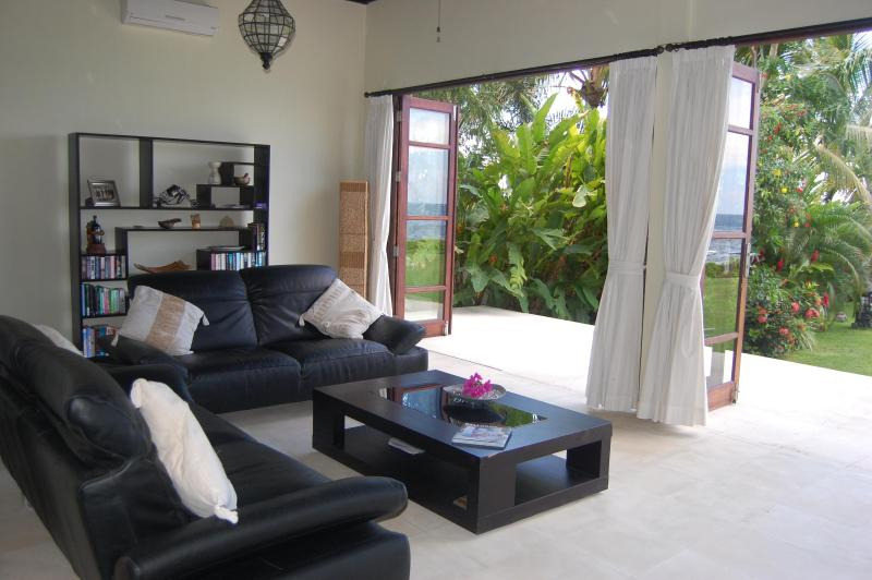 Lounge with view to sea & garden