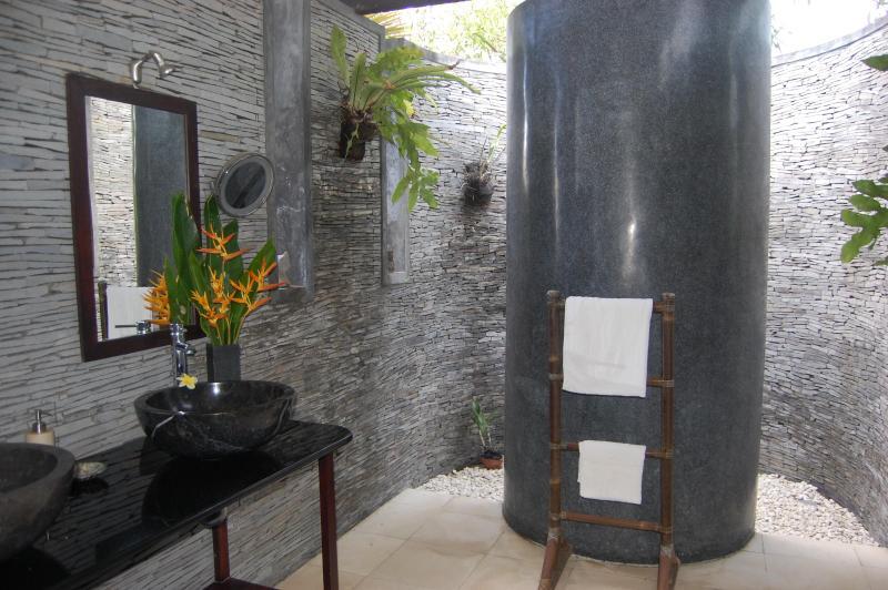 Natural stone Indoor/outdoor bathroom
