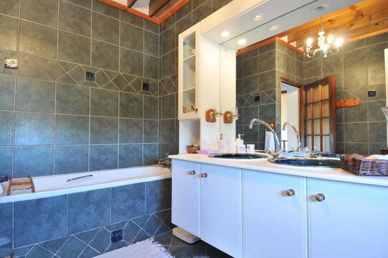 Bathroom for Blue Room