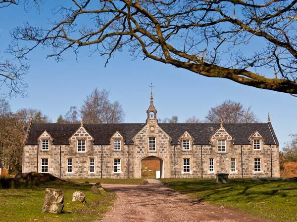 MERLIN all first floor, close to river, stunning location Fort William Ref 21849, alquiler vacacional en Letterfinlay