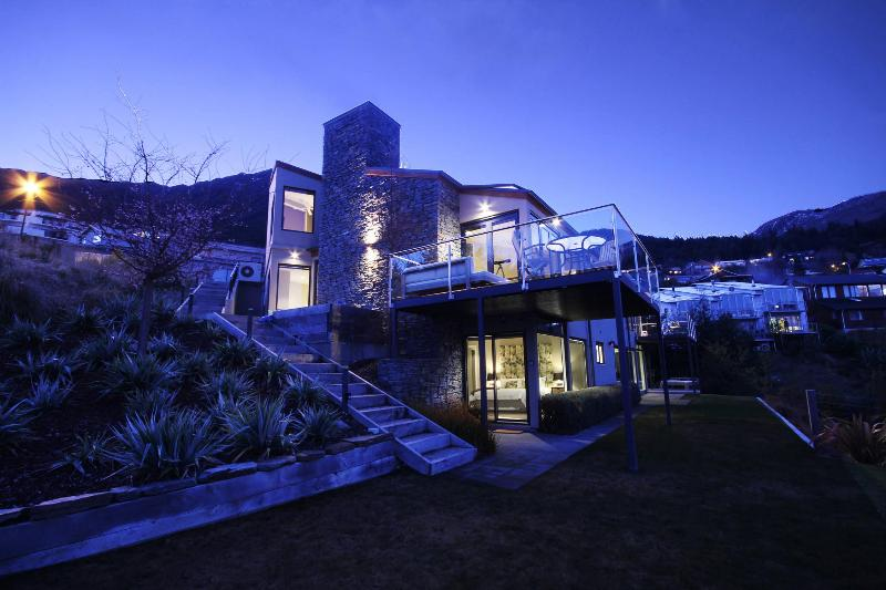 The ultimate in QT living with an Aston Martin, holiday rental in Queenstown