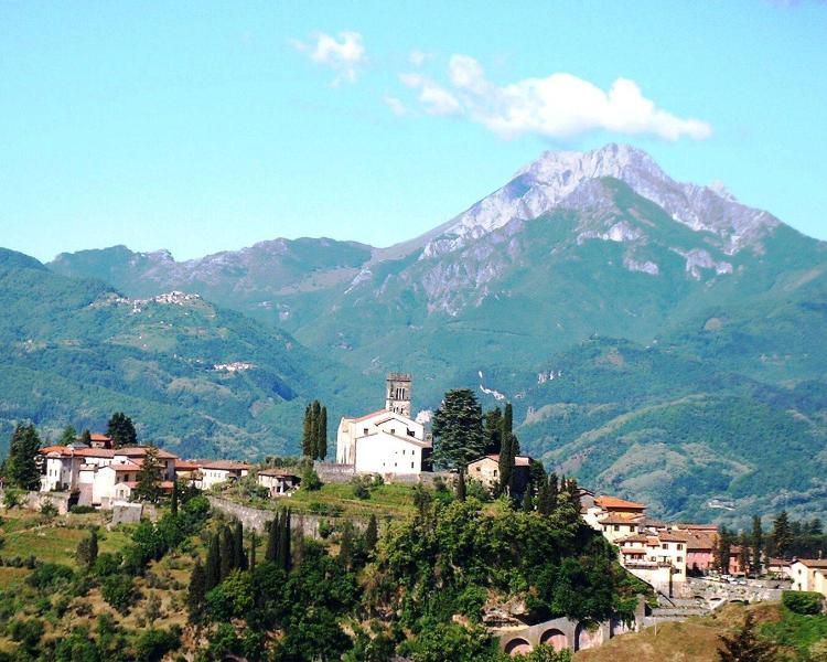 Barga Doumo and the Apuane Alps