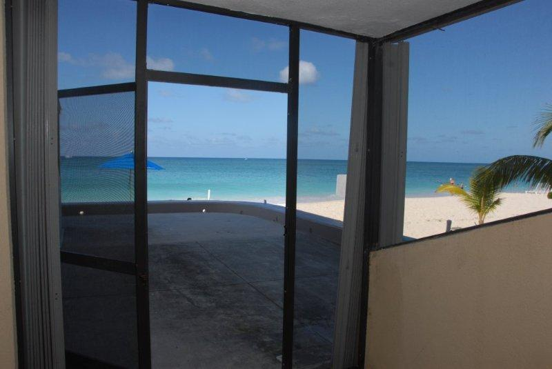 Cayman Reef Resort #32 - Steps away from the Beach, holiday rental in Seven Mile Beach