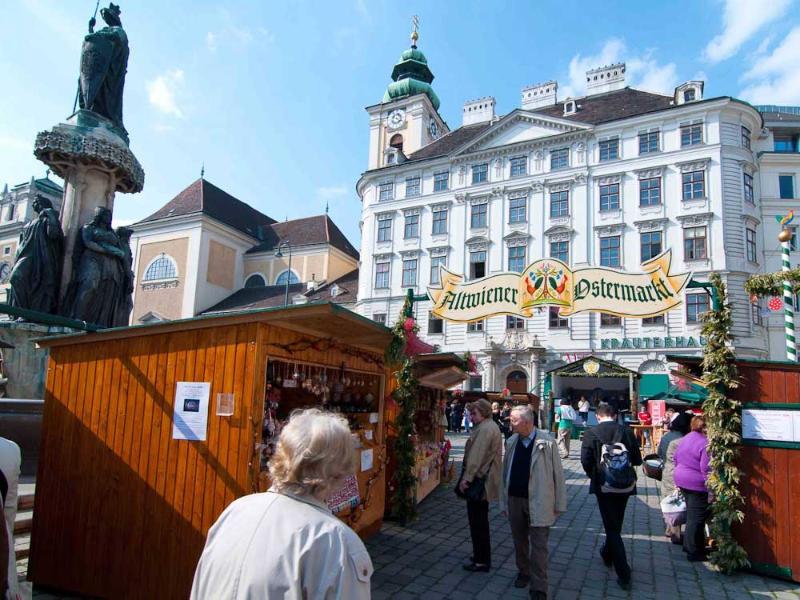 Viejo mercado de Pascua de Viena en el Freyung