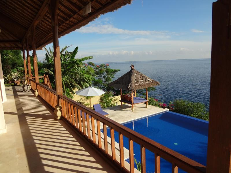 Villa Celagi - private, spacious, and luxury -  great ocean view, awesome pool!, vacation rental in Bunutan