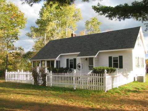 Deluxe 4 bedrm  house, A/C., Wi-Fi, North Conway, horse riding, mtn. views, river fly-fish/ swim,