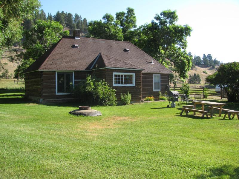 Beautiful homesteader's cabin