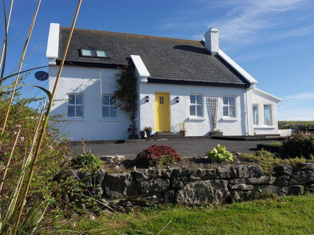 Fuschia Cottage 4 Bedrooms  views over the ocean, holiday rental in The Burren