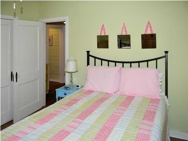 Capitaine chambre avec TV 12 x 10 Comfy draps fournis et les frais de nettoyage est inclus dans le prix de votre location