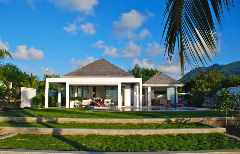 Nevis, St.Kitts and Nevis Most Modern 2 Bedroom  Beach House, vacation rental in Nevis