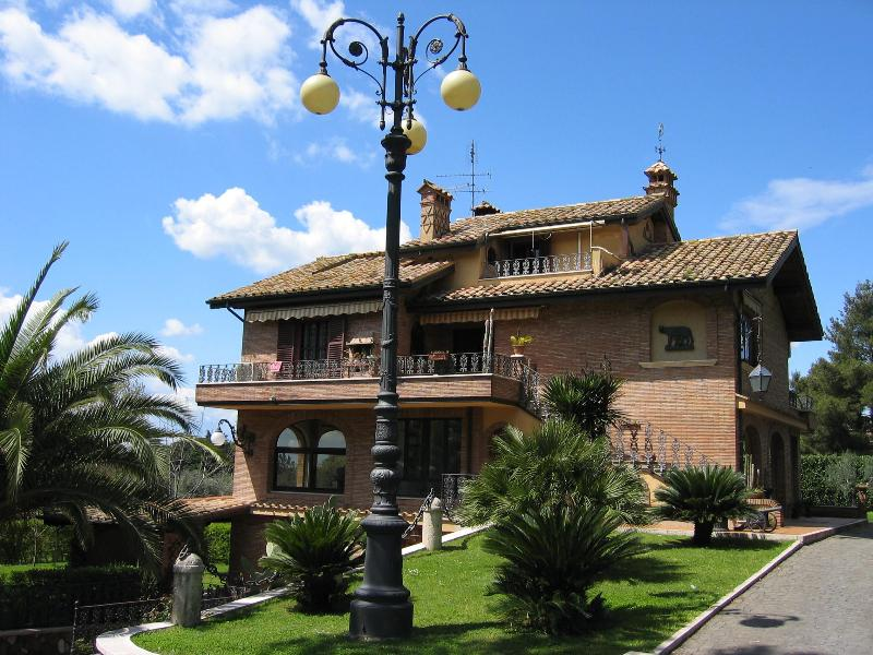 Villa Marcigliana - Your  Residence in Rome, Ferienwohnung in Marco Simone
