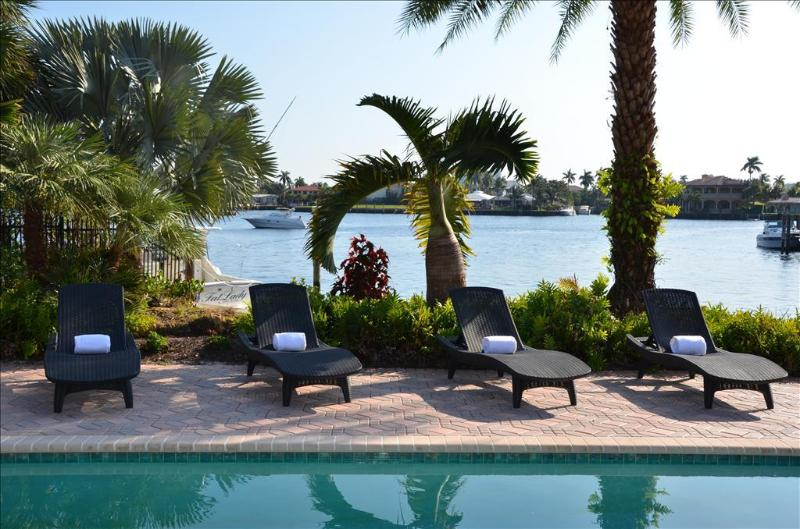 Spektakuläre beheizten Pool-Bereich bietet eine atemberaubende ungehindert Wasser Aussicht...