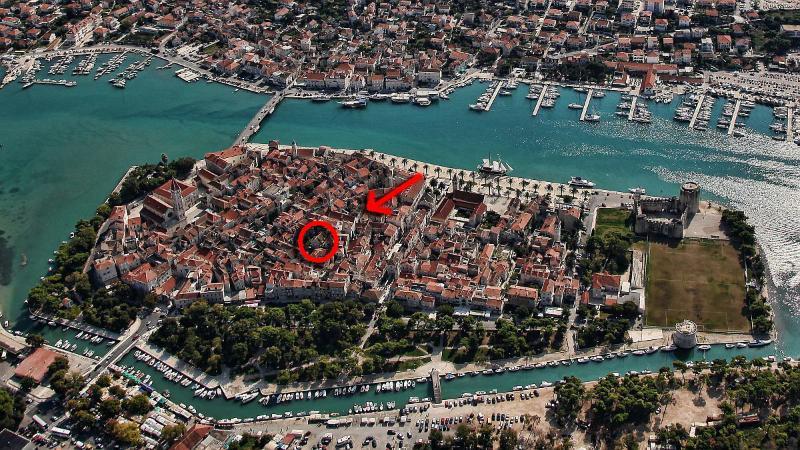 Borgoforte Apt Center, private terrace, alquiler vacacional en Trogir
